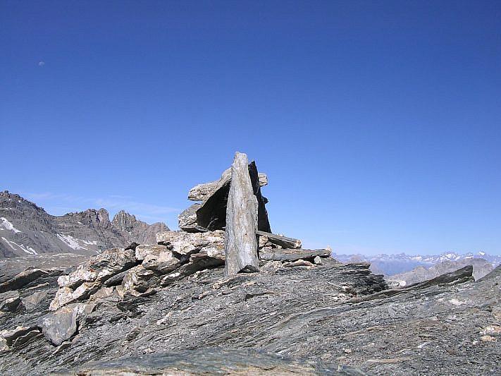 Il segnale di pietre sulla cima