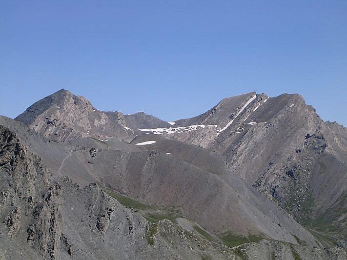 In lontananza il Mongioia (3340 m) a sinistra ed il Salza (3326 m)