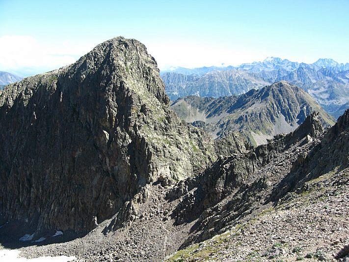 Il Passo di Laris fotografato salendo sul Becco Alto