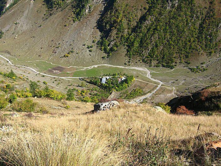 Dall'alto verso il rifugio Talarico (1712 m), dove abbiamo lasciato la macchina