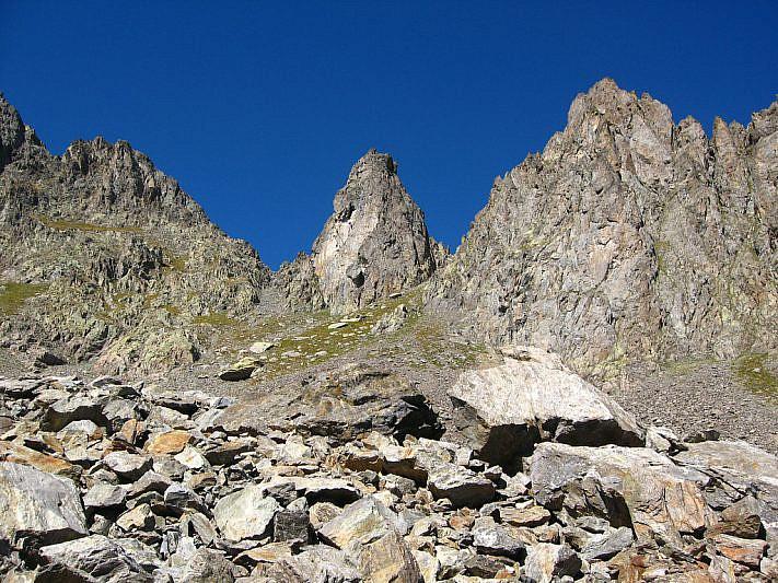 In salita verso il canalino alla sinistra della Cima sud di Schiantalà (2905 m)