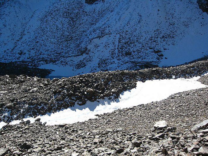 Dall'alto verso il ghiacciaio roccioso