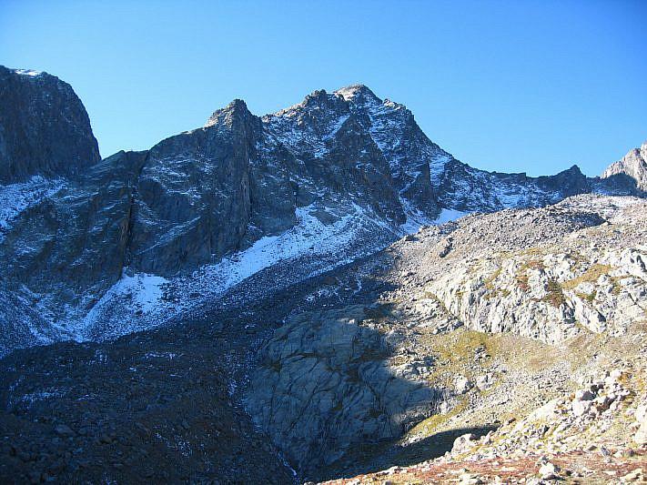 Vista sul Becco Alto dell'Ischiator (2996 m)
