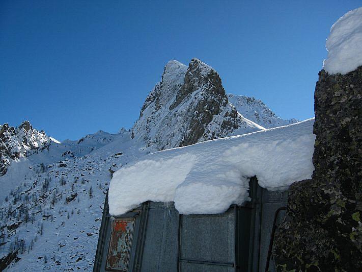 Capanna metallica (2130 m)