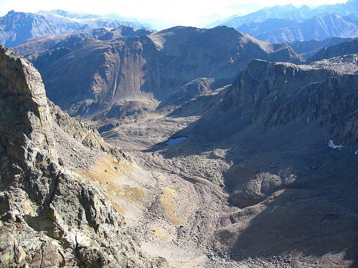 In basso, il vallone superiore del Piz visto dalla Cima