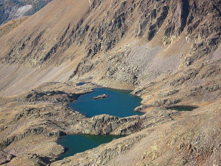 I lacs de Tenibre (2572 e 2583 m)
