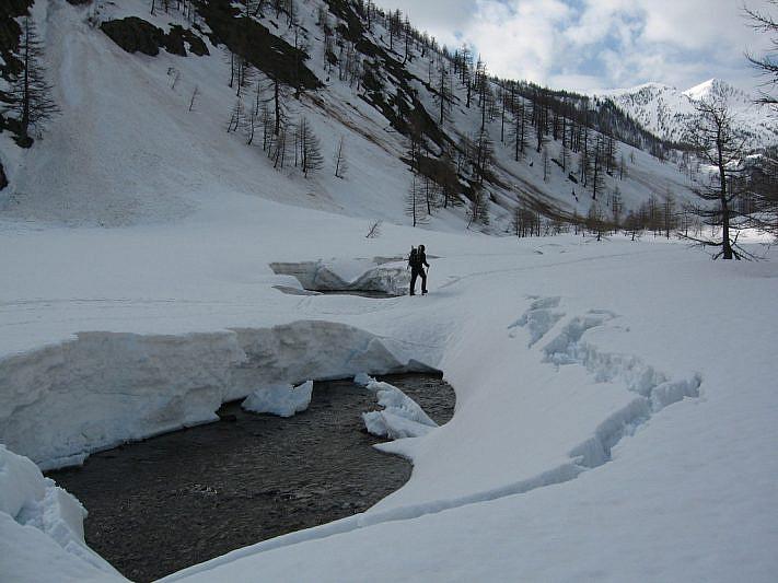 Andrea su un ponte di neve