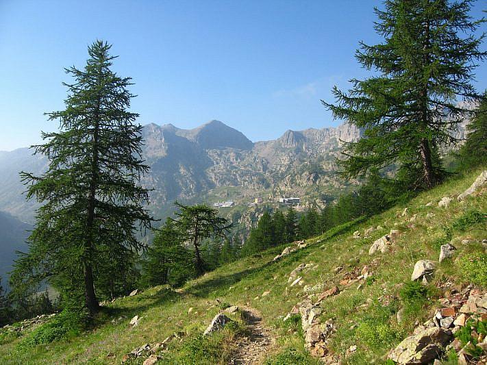 Sul sentiero in vista di Sant'Anna