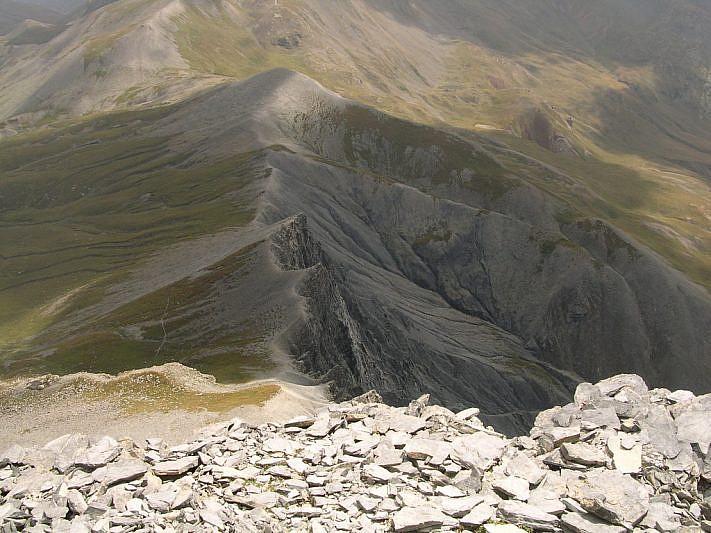 Cresta di confine e (in alto a sinistra) il Colle del Puriac