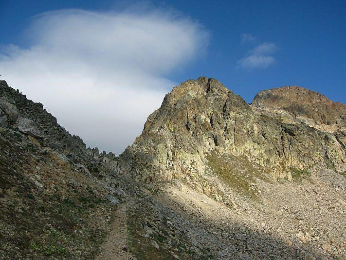 Bassa del Druos nell'intaglio a sinistra e Testa del Malinvern ultima cima a destra