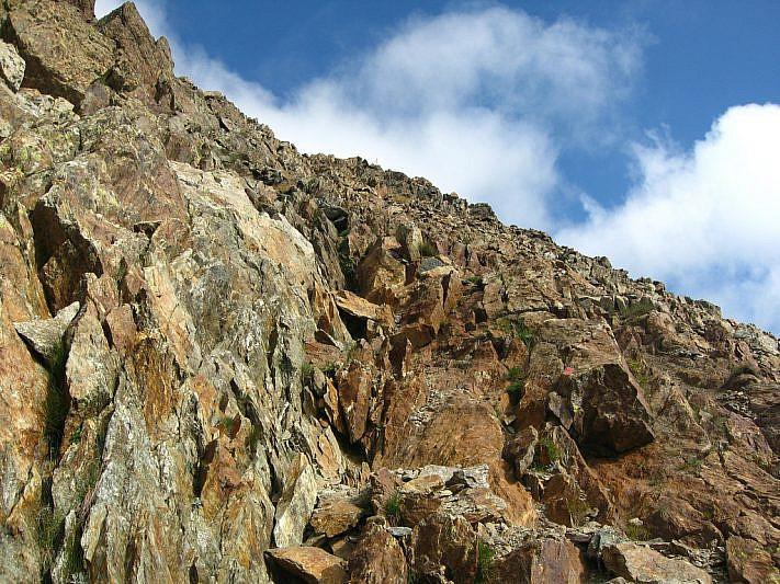 Ultimi metri di pietraia prima della vetta del Malinvern