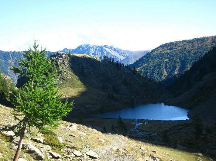 Il lago di San Bernolfo avvolto nell'ombra