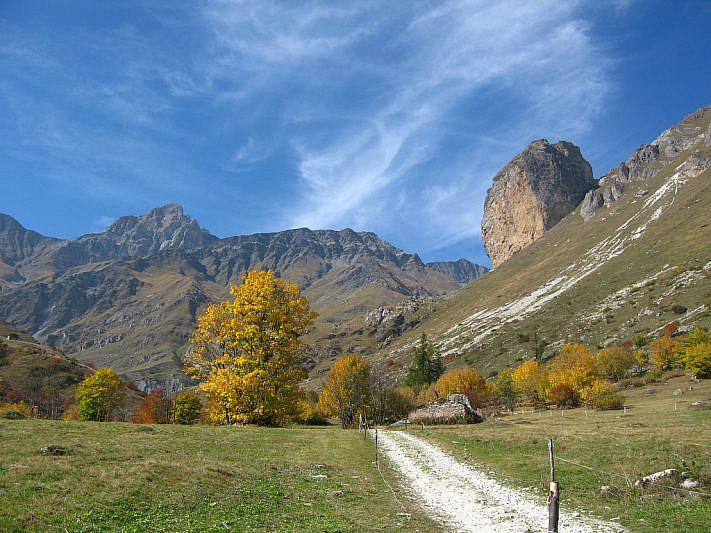 Veduta autunnale verso la Rocca Senghi