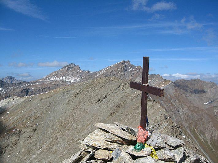 Dalla croce di vetta verso il Mongioia (3340 m) e il Salza (3326 m)