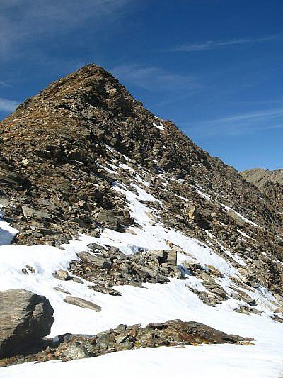 La vetta del Monte Ferra dalla selletta