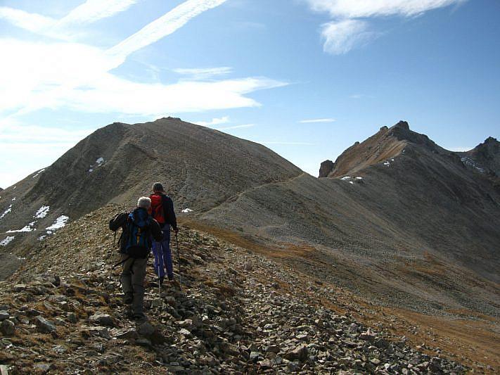 Dal Col della Val Fissela in salita verso il Monte Freide (a destra del Passo Lausèt)