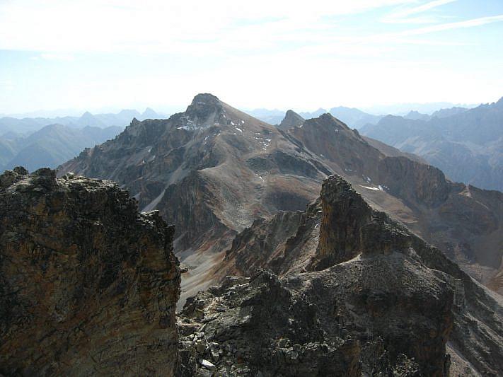 Sguardo sul Monte Cervet (2984 m) dalla cima del Freide