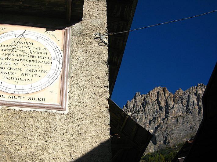 Il Monte Bersaio tra le case di Sambuco