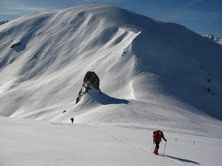 In salita dalla Pera Puntua verso cima Peracontard. Sul fondo il Monte Gorfi