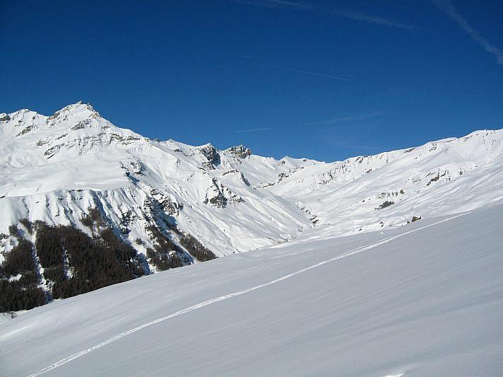 Il paesaggio si allarga verso l'alto vallone di Traversiera