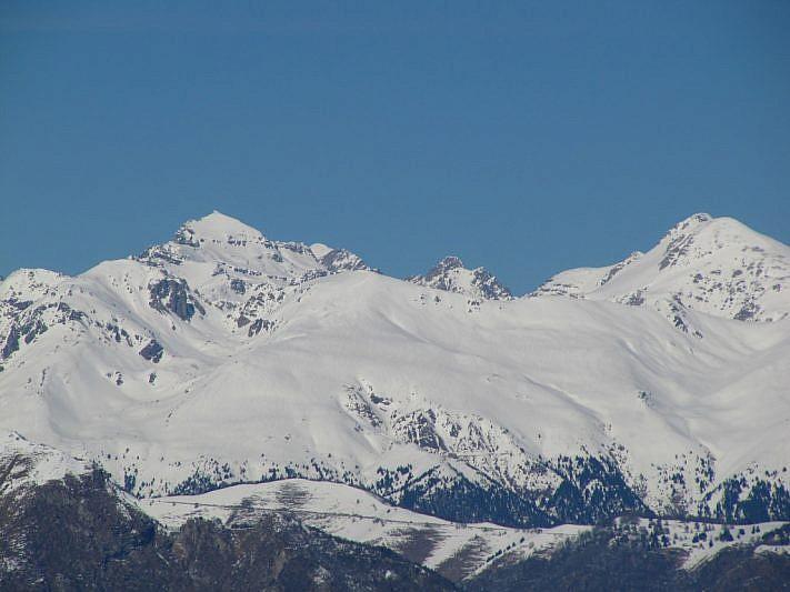 Col teleobiettivo vista sul Grand Capelet (a sinistra) e il Monte Bego (a destra)