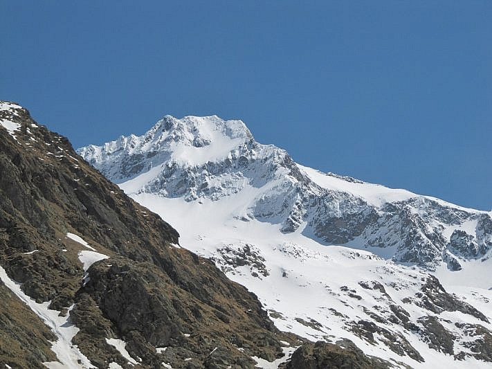 Il bianchissimo Gelas (3143 m)