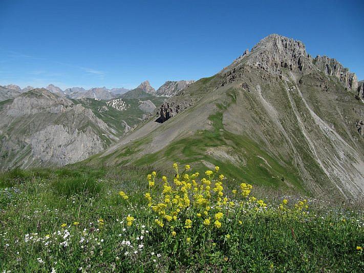 Dal Colle Serour (2432 m) magnifica vista sul Monte Salè (2630 m)