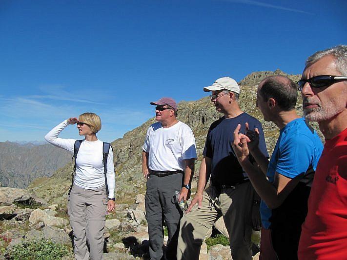 Stephanie, Steve, Bruce, Davide e Riccardo contemplano il grandioso paesaggio