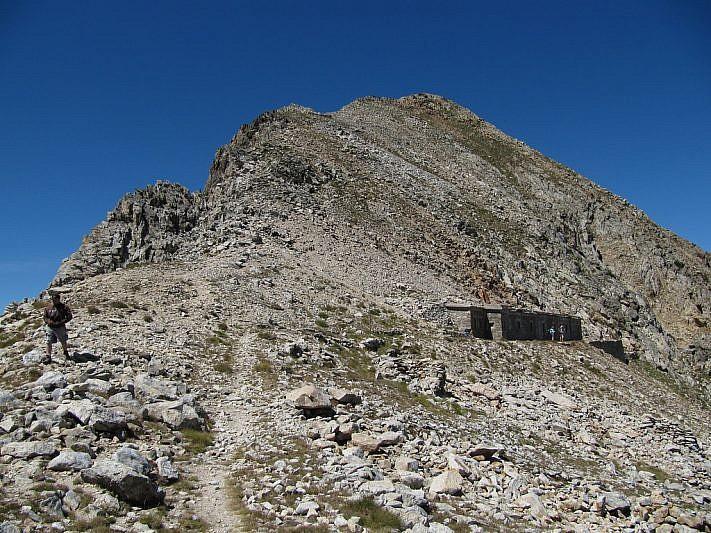 La Cima di Fremamorta (2731 m) vista dal colle