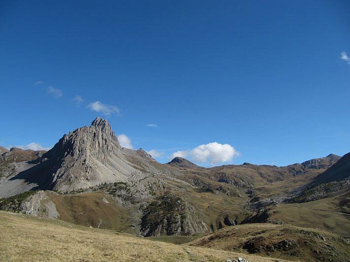 Dall'altipiano della Gardetta sguardo sull'onnipresente Rocca la Meja
