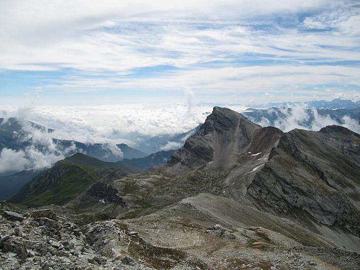 Il Monte Chersogno (3026 m) visto dalla cima