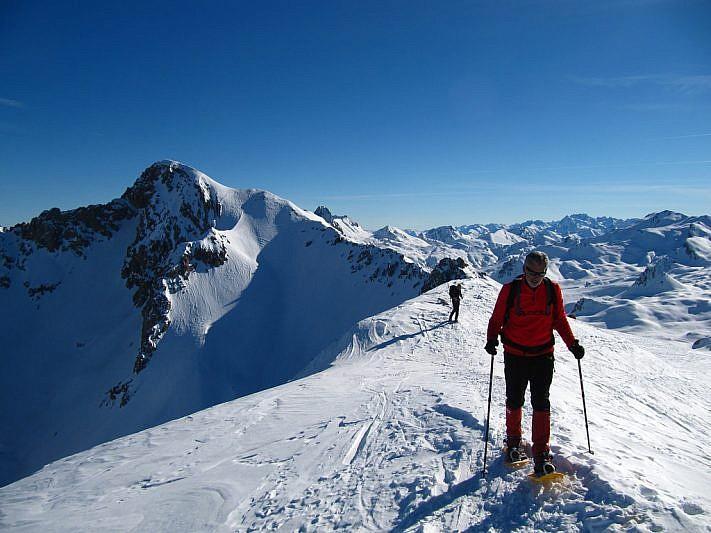A sinistra il Monte Cassorso visto dalla cima
