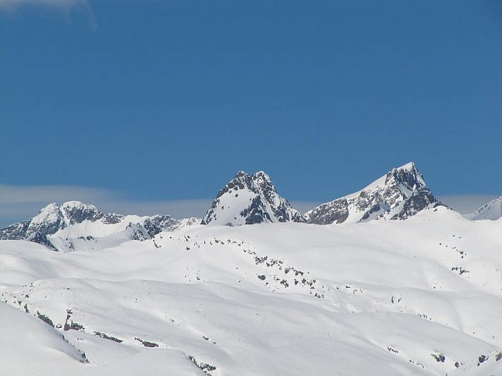 Da sinistra: il Gelas, la Cime Chamineye ed il Clapier