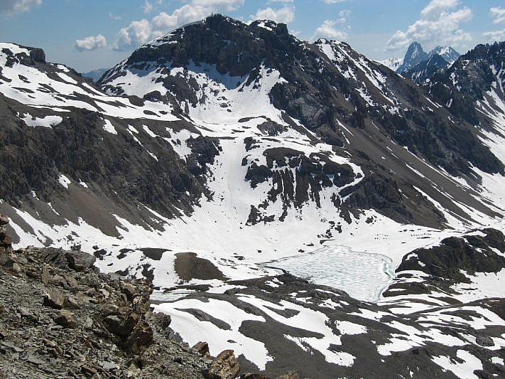 Monte Scaletta al fondo con veduta parziale sul lago superiore di Roburent. In fondo a destra spunta Rocca la Meja