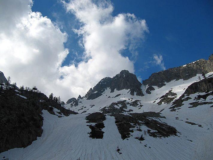 Vista verso il Torrione di Valcuca (2600 m)