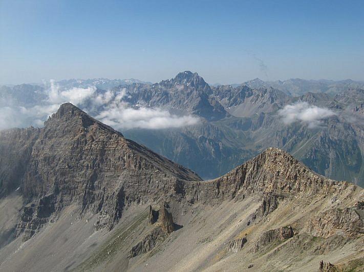 A sin. il Monte Boulliagna (2908 m), al fondo l'Oronaye (3100 m)