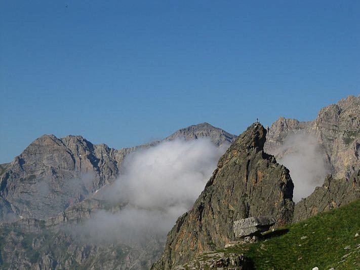La Punta della Rocca Provenzale: Cliccando sulla foto è chiaramente visibile la croce di vetta
