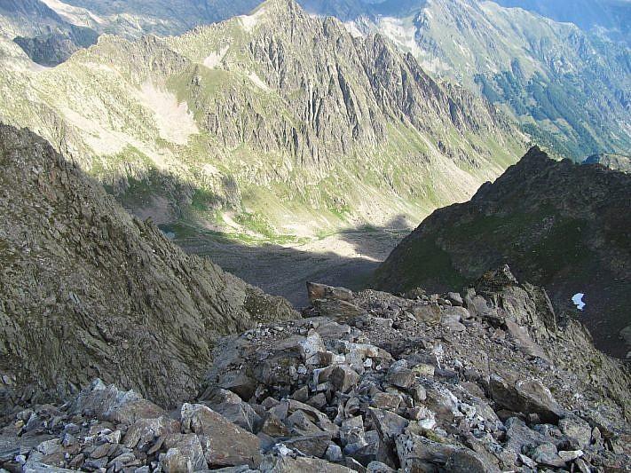In basso, il vallone di Collalunga