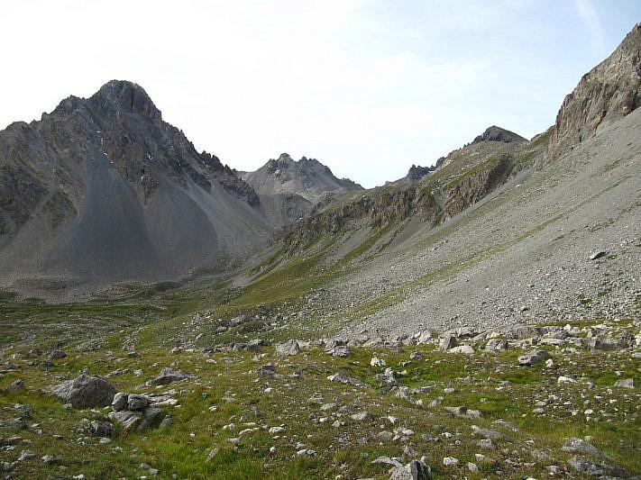 Alle nostre spalle la Rocca Bianca (3021 m), la Cima di Stroppia e, appena visibile, il Sautron (3166 m)