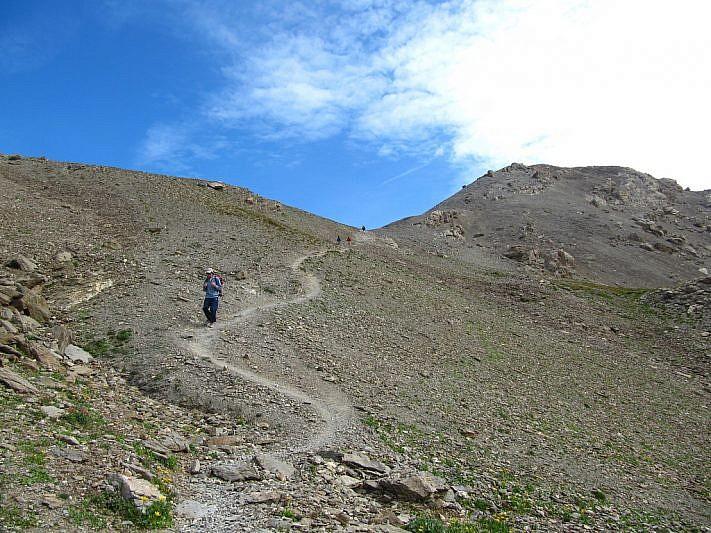 Salendo sul sentiero verso il Col di Gippiera