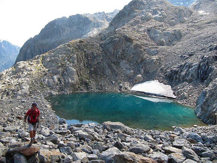 In salita dal primo lago Blu del Gelas