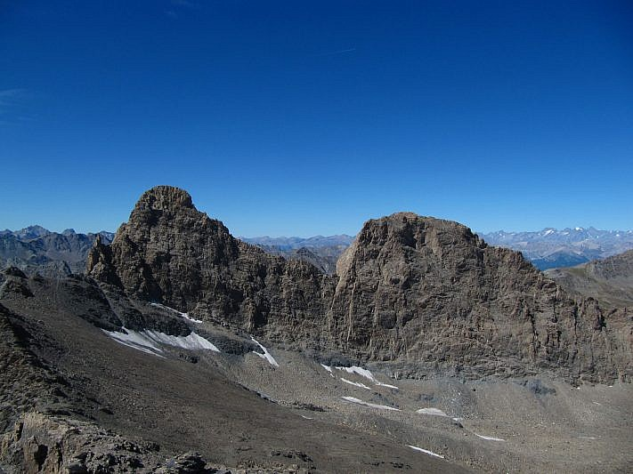 Foto dalla cima del Brusalana. Pic d'Asti a sinistra, Rocca Rossa a destra