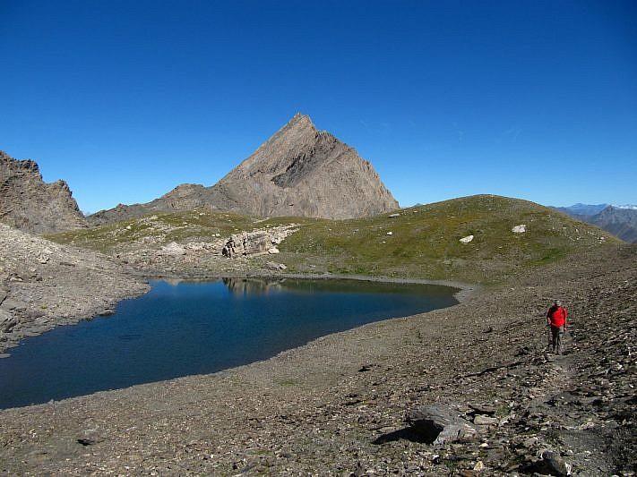 Abbandoniamo il Lac d'Asti (al fondo, visibile la Crête de la Taillante)
