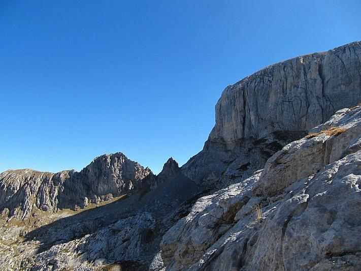 Dal vallone delle Masche ecco apparire, a destra, la cima delle Saline