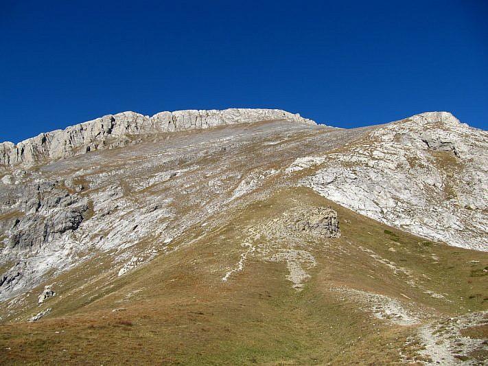 La cima delle Saline e l'ultimo tratto di salita visti dal passo
