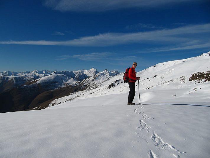 il panorama si apre verso il Nebius e la cima Salè