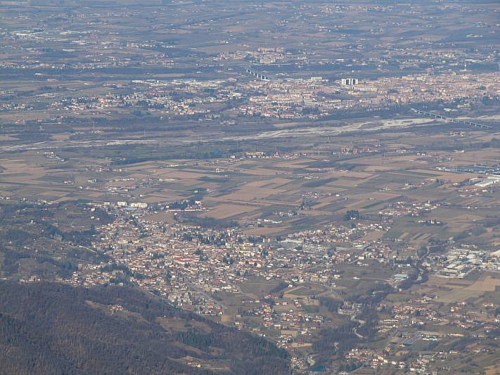 Zoom verso Boves e Cuneo, più distante