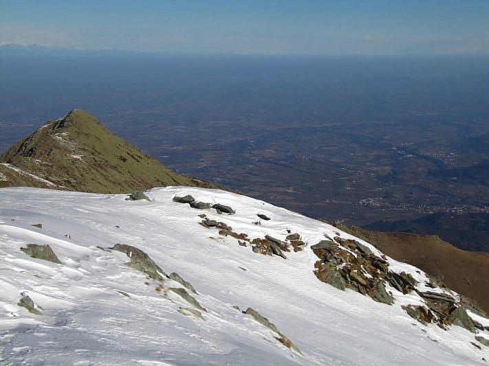 A sinistra, le cime della Besimauda (2231 m)