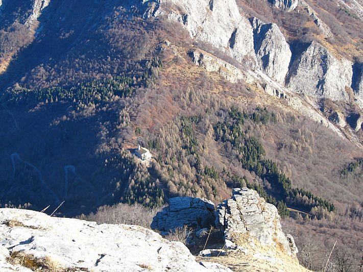Il Santuario della Madonna del Colletto visto dal Monte La Piastra