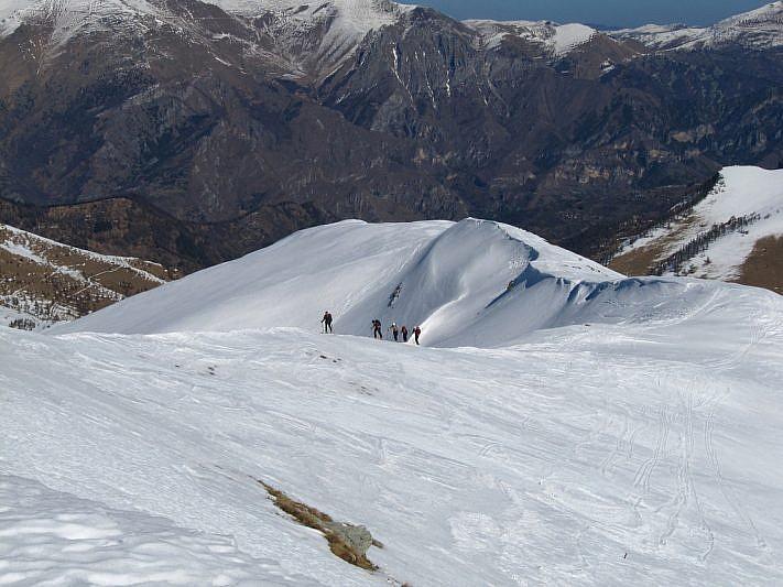 I cinque scialpinisti svizzeri che stanno salendo dal lato nord